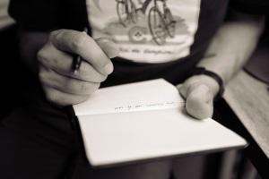 Man_taking_notes-PXHere