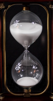 hourglass-cropped_pxhere